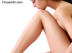 Tẩy lông chân dài và cứng với hạt tiêu và bột long não