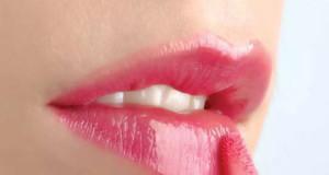 6 nguy hiểm tiềm ẩn từ son môi