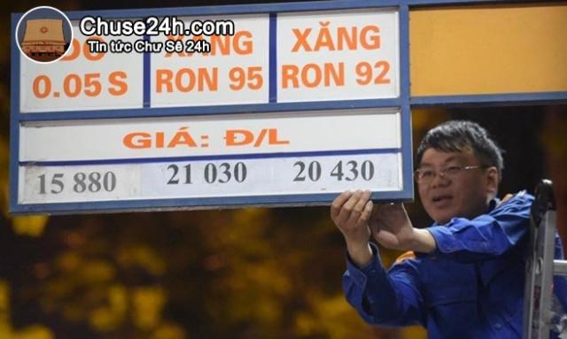 Giá xăng tăng thêm gần 300 đồng từ 15h