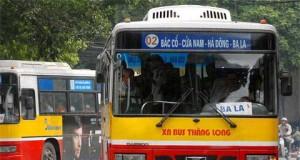 """Câu chuyện """"anh hùng cứu mỹ nhân"""" trên xe buýt gây sốt"""