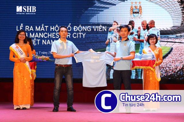 Man City thiết kế trang phục cho CĐV tại Việt Nam