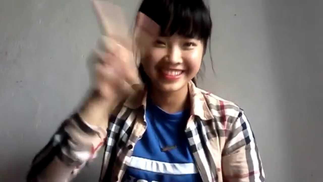 """Fan nữ xinh đẹp hát cổ vũ """"cố lên! Hoàng Anh Gia Lai"""""""