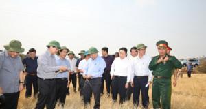 Phó Thủ tướng Nguyễn Xuân Phúc thị sát công tác chống hạn tại Gia Lai