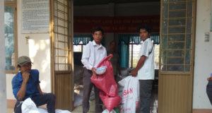 Cấp gạo cứu đói tại xã Đất Bằng (huyện Krông Pa, Gia Lai)
